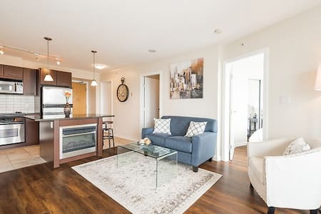 Downtown Van - 1 Bedroom + Den + Parking (B1) - Vancouver - Apartment