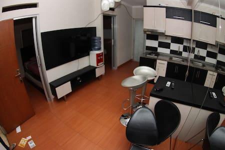 Cozy & Minimalis 2 BedRoom Apartment in Cibubur - Ciracas