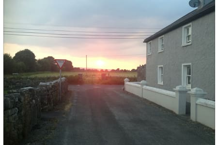Double en-suite room, old farmhouse - Ballinrobe