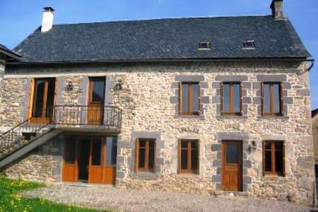 Maison Auvergnate en pierres - Haus