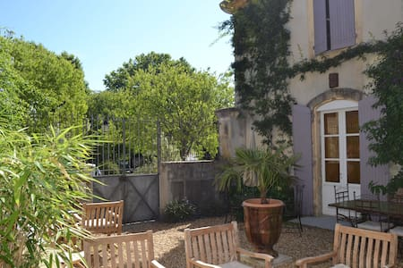 Chambre Félibre CHATEAU ROUMANIERES - Garrigues - Bed & Breakfast