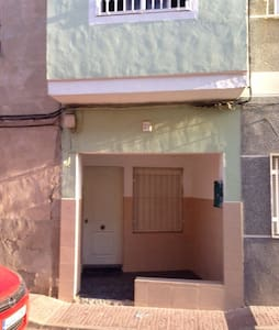 Room type: Entire home/apt Property type: House Accommodates: 3 Bedrooms: 2 Bathrooms: 1.5