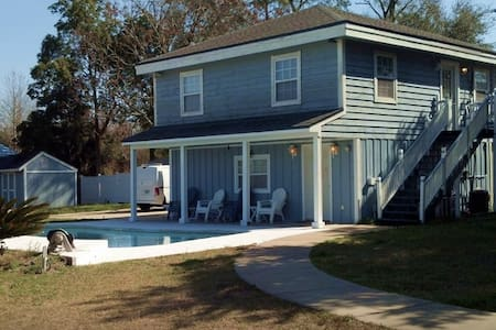 PRIVATE 2br/1ba Southside w/POOL