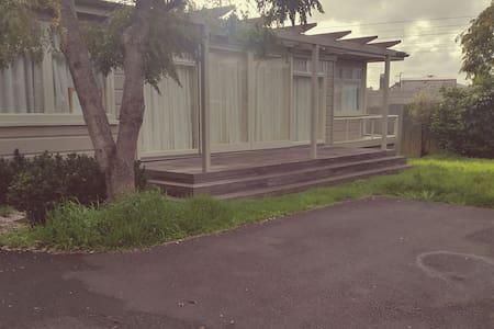Cozy Cottage in Mt Wellington - Rumah