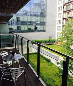 Cozy Apt Docklands in Gd Canal Dock