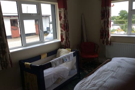 Traditional B&B, lovely room. - Tipperary