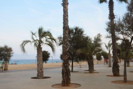 BEACH APARTMENT WITH 2 BIG TERRACES - Badalona