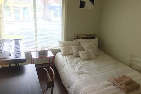 Cozy bedroom close to downtown - Providence - Apartment