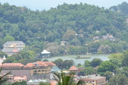 This early Geoffrey Bawa masterpiece has a 180 degree bird's eye view of the city. Each room has a clear view of Temple of Tooth and lake. There is also a clear view of the Knuckels and Hanthana mountain. Property is 1.2Km from the centre of town.