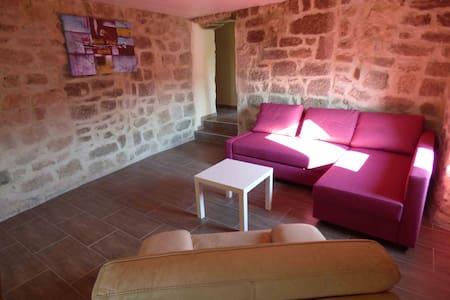 """""""Les meules de pierre"""" en Ardèche - Huoneisto"""