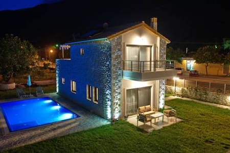 Avesta Private Villas - Vlicho - Villa