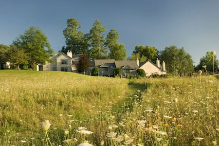 #1 Rated B&B in New Hampshire - Bed & Breakfast