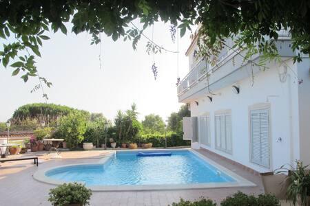 Panorama con piscina ( 5 Camere ) 1