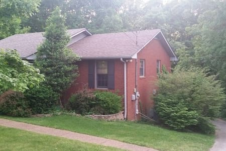 *Quiet Wooded +30 mins to Nashville 3BR 2BA - Pegram - Hus