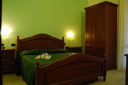 B&B Pinus Rooms - Apt Verde - Bed & Breakfast