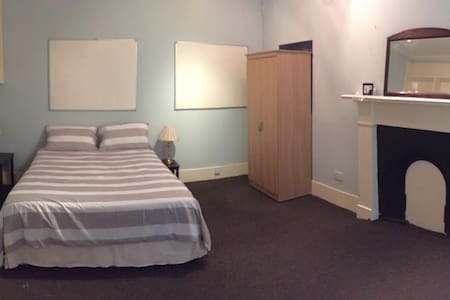 King size room in city centre flat