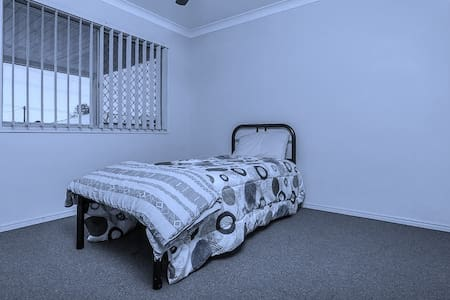 COMFORTABLE HOME TO STAY IN - Morayfield - Willa