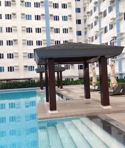 Furnished 1 BR Condo w/ wifi, QC