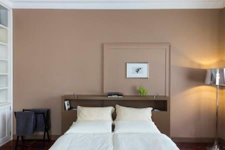 Camera in prestigiosa Villa liberty - Mezzolombardo - Bed & Breakfast