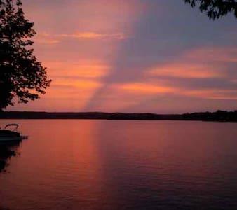 Moira Lake Cottage Rental - Kisház