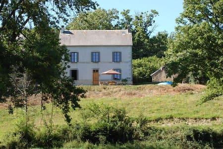 Cottage Lacot, Auvergne - House