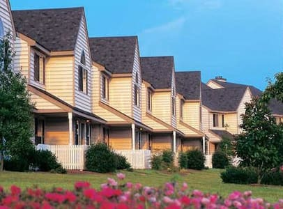 Historic Powhatan Resort: 2-Bedrooms, Sleeps 6 - Williamsburg