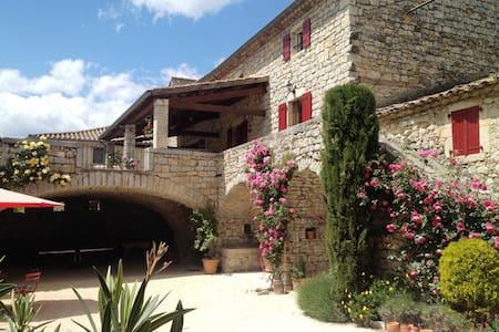Chambre d'Hôtes de charme proche Vallon Pont d'Arc - Rumah Tamu