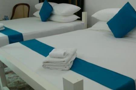Elegant Room at Adiambalama Katunay - Apartment