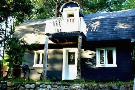 Belle petite maison sur le domaine Baril - Haus
