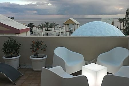Front row beach complex Marbella - Marbella - Apartment