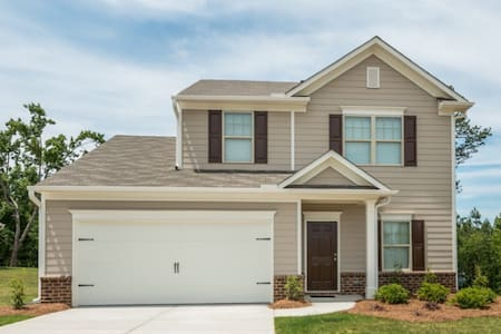 Family Friendly Home near Airport! - House