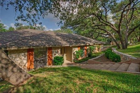 Huge Home for 10+ - Austin - House