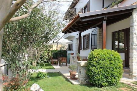 Modern, stylish apartment near Pula - Pula - Apartemen