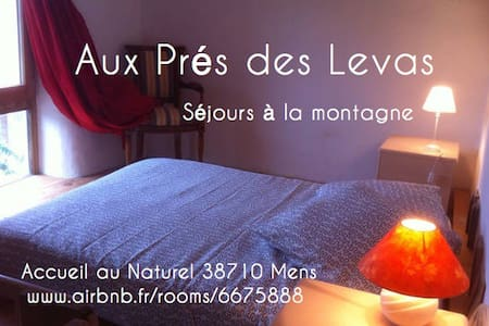 Aux Prés des Levas, bio-habitat - Casa nella roccia