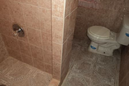 Private Entrance and Kitchen - Brooklyn - House