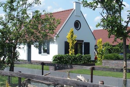 Bakhuis in landelijke omgeving - Kootwijkerbroek
