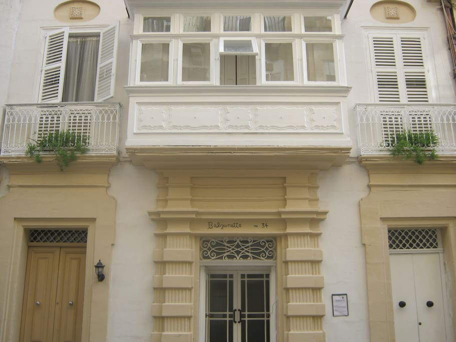 The facade of the house. The closed maltese balcony and the Persian window balconies are in FLAT 1