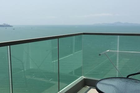 Luxury 1bedroom Wong Amat Tower - Apartment