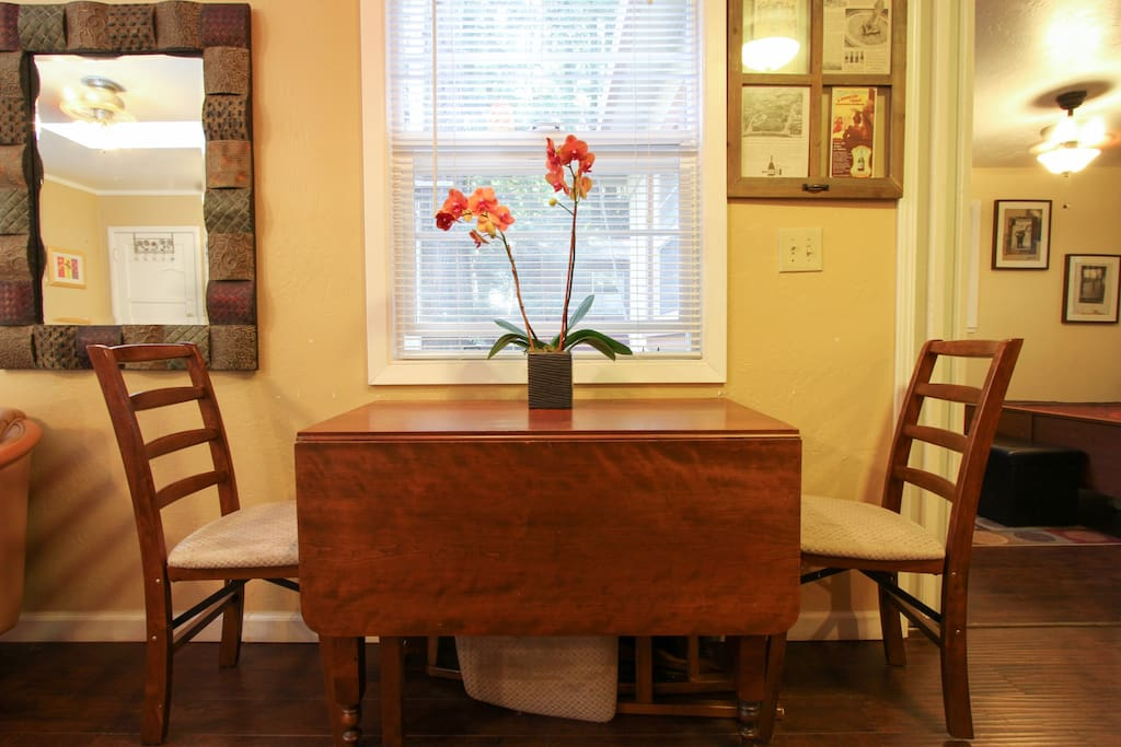 Dining table, expandable