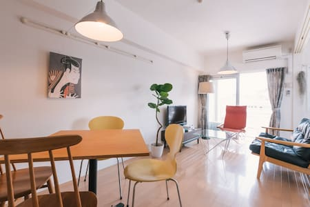 ★ Free high-speed wifi router available. Designer apartment. Beautiful design furniture and enough amenities are equipped. Clean and brand new rooms. High security building. Located in downtown but very quiet apartment. Easy access anywhere.