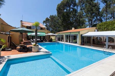 Rooms-Piscina-Praia - Bed & Breakfast