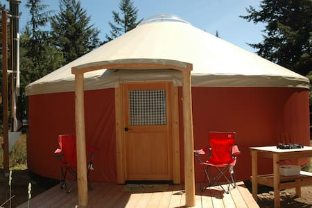 Yurt camping in Doe Bay area - Jurta