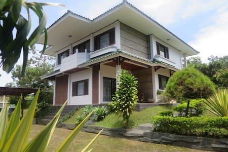 Villa Calista - Lembang Asri - Villa