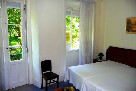 In front of Park D. Carlos DBL Room/Triple Room - Caldas da Rainha - Bed & Breakfast