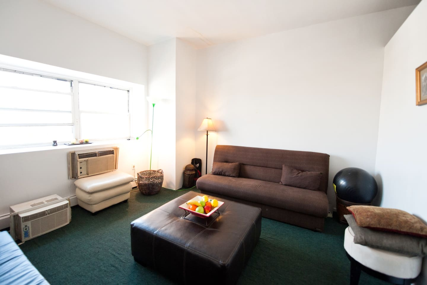 Beautiful 1 room share for weekend.