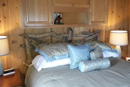 Luxury Lakeview Cottage - Staunton - Cabaña