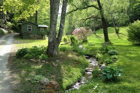 Creekside Cricket,  Hot Tub Pets Ok - Zomerhuis/Cottage