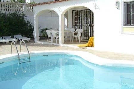 Beautiful 3 bed villa on 15th green - Amarilla Golf