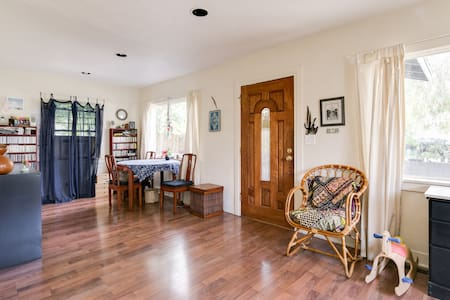 Funky Artist House with Breakfast! - Altadena - Maison