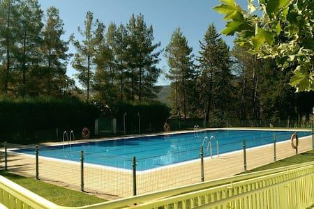 Chalet Adosado con piscina pública - House